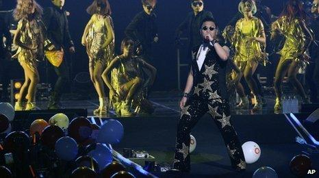 Psy performs homecoming gig in Seoul