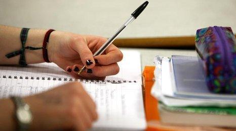Pupil holding pen
