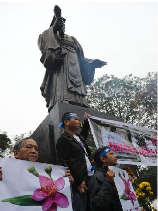 最近幾年,在越南的一些大城市不斷爆發反對中國的抗議示威,紀念中越邊界戰爭中的陣亡將士。圖為在首都河內爆發的抗議示威(攝於2016年2月17日)。
