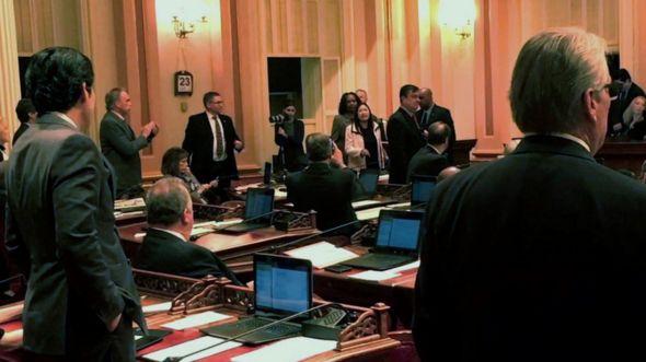 Thượng nghị sĩ tiểu banng, bà Janet Nguyen, bị đưa ra khỏi phòng họp tại California