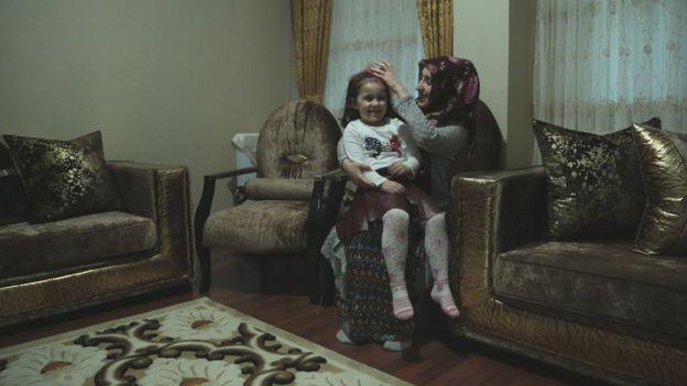 Sevda Karakaşoğlu eşini kızları 3 aylıkken kaybetmiş.
