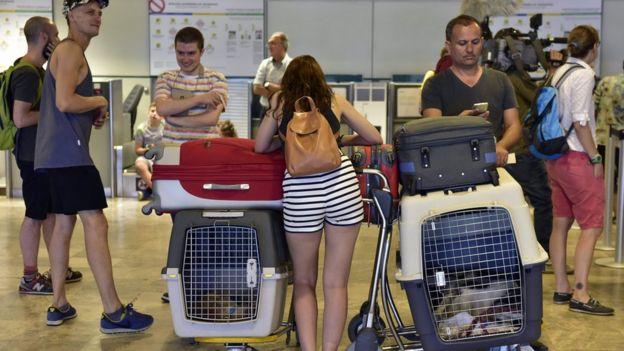 mexicanos varados en el aeropuerto de Madrid-Barajas