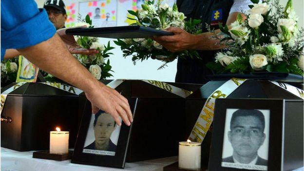 Homenaje a víctimas de las FARC y de los paramilitares en Medellín