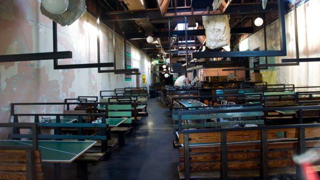 Interior de la pizzería