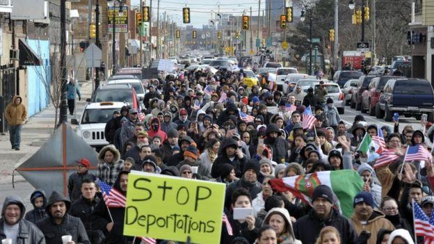Cientos de personas marcharon en la ciudad de Detroit (Michigan) en apoyo a la iniciativa.