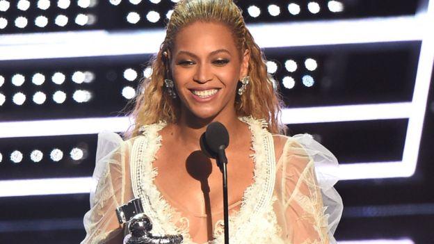 Beyoncé deslumbra y triunfa en la gala de los premios MTV