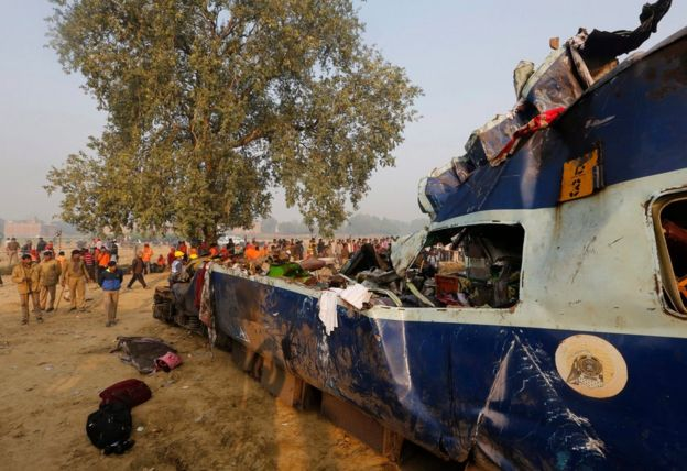 Rescue works continue at the site of an accident where coaches of an Indore-Patna Express train derailed off the tracks, near Pukhrayan area, in Kanpur, India, 21 November 2016.