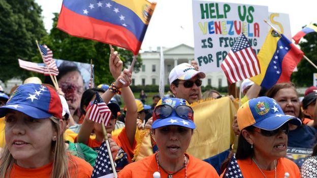 Manifestantes venezolanos frente a la Casa Blanca