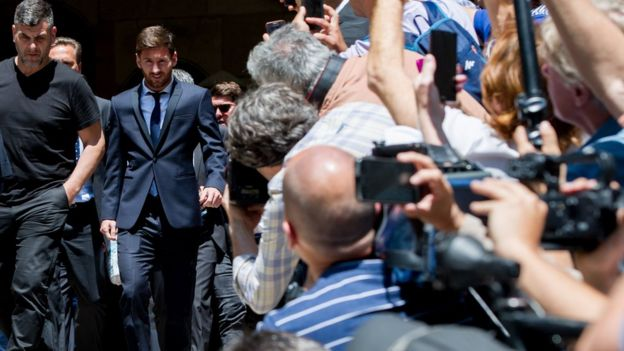 Lionel Messi of FC Barcelona leaves the courthouse on 2 June 2016 in Barcelona, Spain