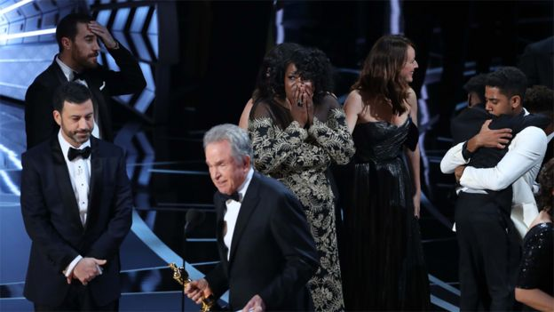 Warren Beatty tries to explain what happened