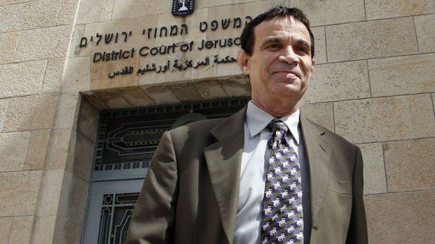 Oded Golan saindo do tribunal de Jerusalém