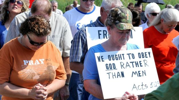 Supporters pray at the Carter County Detention Center for Rowan County clerk Kim Davis, who remains in jail for contempt of court in Grayson, Kentucky 5 September 2015.