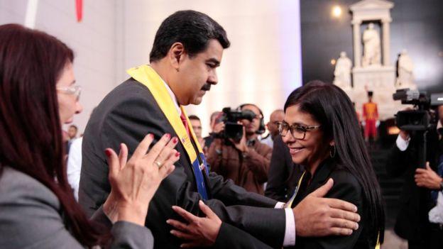 La canciller venezolana Delcy Rodríguez con Maduro