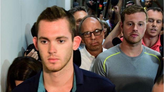 Nadadores olímpicos no podrán regresar a EEUU hasta que declaren por la denuncia del robo