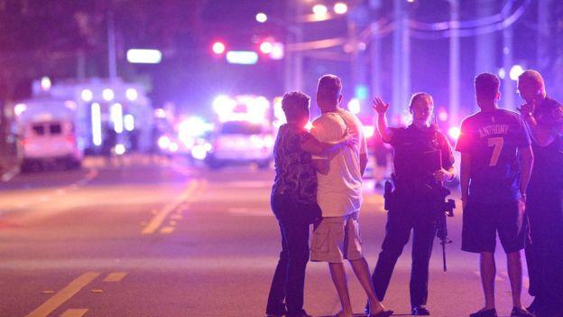 Familiares de asistentes a Pulse son atendidos por la policía