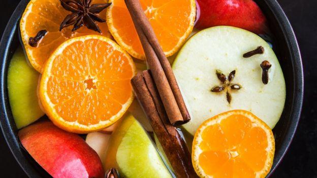 Plato con variedad de frutas.