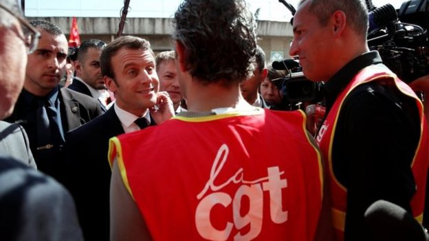 Emmanuel Macron (centre) speaking to labour union activists. Photo: 4 May 2017