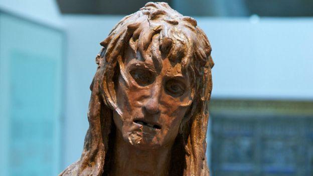Escultura de Donatello retratando santa