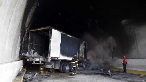The students set fire to a truck in a nearby tunnel on the Tixtla-Chilpancingo highway