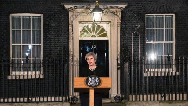 İngiltere Başbakanı Theresa May, güvenlik zirvesinin ardından Başbakanlık'ın önünde bir açıklama yaptı.