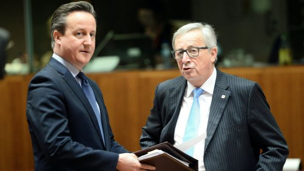David Cameron (L) with European Commission President Jean-Claude Juncker in Brussels, 17 Mar 16