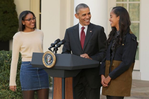 Sasha, Barack and Malia at the annual turkey pardoning ceremony in the Rose Garden at the White House November 25, 2015 in Washington, DC