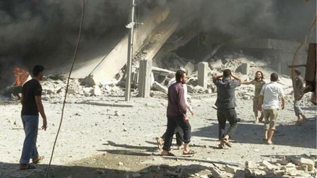 Image of aftermath of air strike in Talbiseh, 30 September 2015