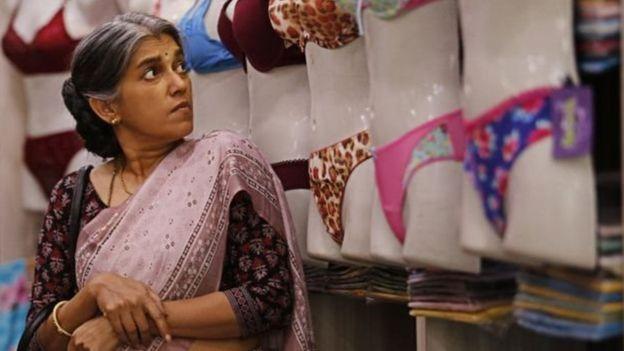 Ratna Pathak Shah扮演的50多歲的寡婦心中依然有夢