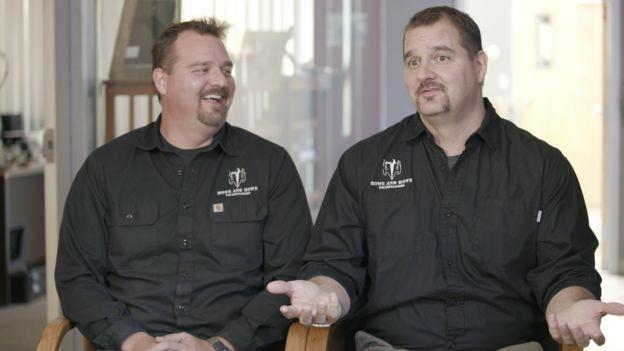 Geoff (solda) və Mike (sağda) Howe