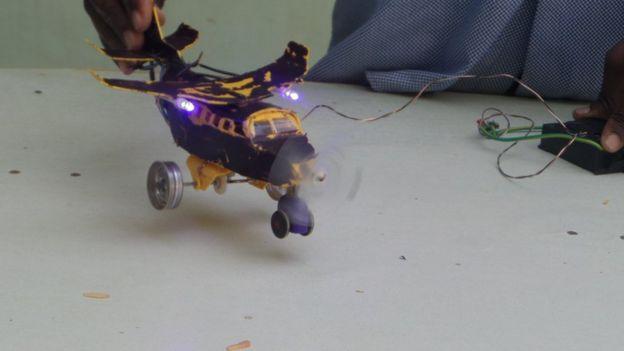 Toy plane