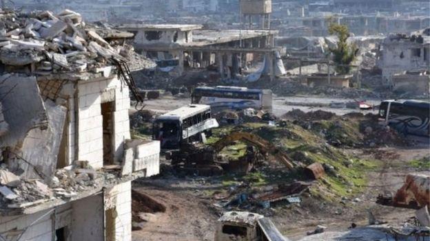 Halep'te tahliye bekleyen otobüsler
