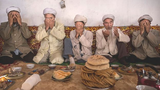 Uighur men pray in Xinjiang province (13 September 2016)
