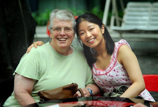 Jenna y su madre adoptiva