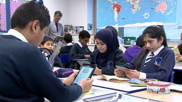 Students use e-books in class