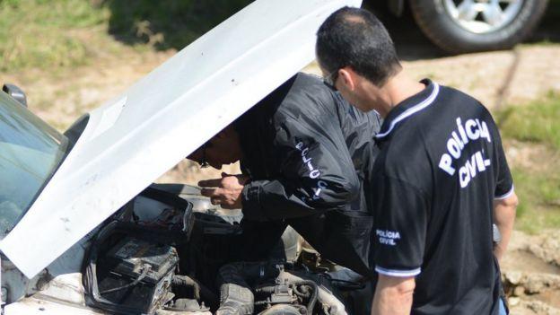 Policiais do RS fazem operação em local de desmanche de veículos roubados