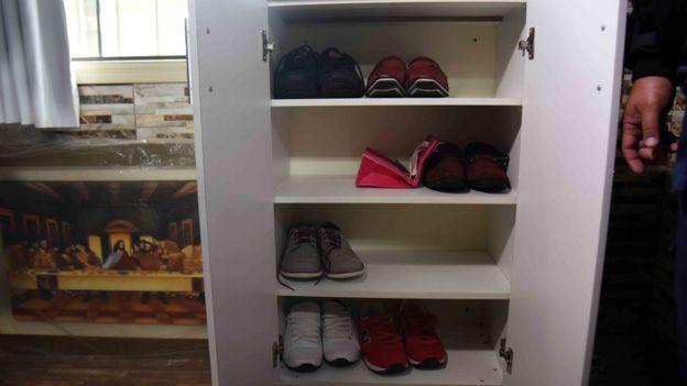Zapatos del narcotraficante Jarvis Chimenes Pavao en la prisión de Tacumbú, Asunción.