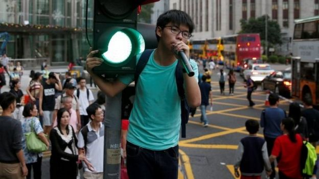 黄之锋Skype参会被指无工作许可 新加坡调查当地团体