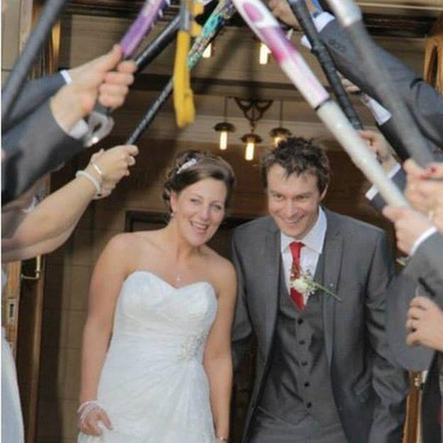 Sally y Jamie durante su boda