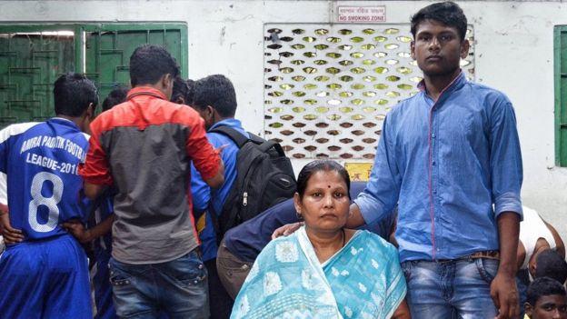 Sonu Kundu with mother Swapna