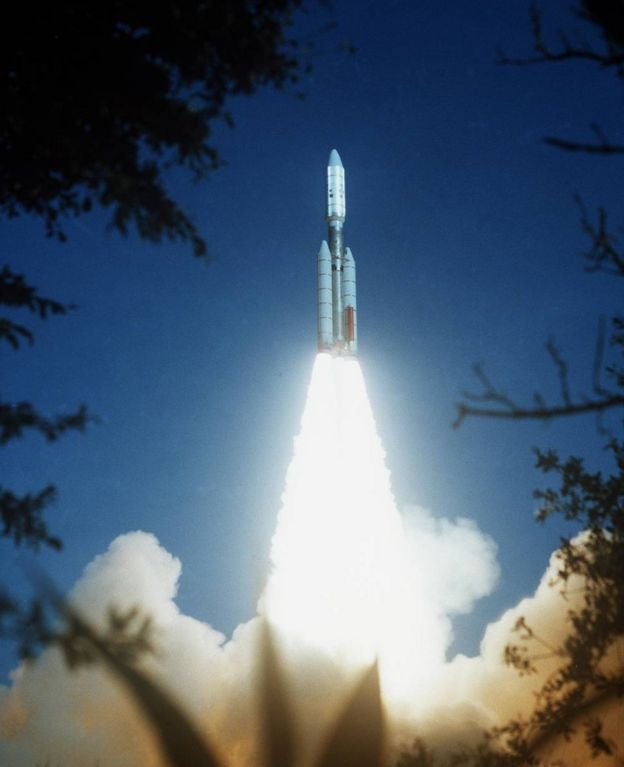Voyager 2 launch in 1977 (c) NASA