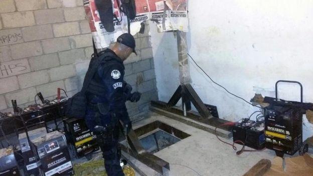 86280857 4129a0e8 7168 4c85 a5df 3cedfa5845dd - Mexican  Police  Find  Tijuana - San  Diego  Drugs  Tunnel