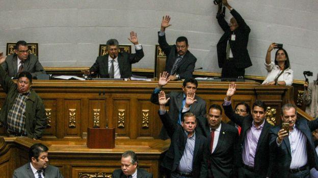 Assembleia Nacional acorda julgamento político de Maduro