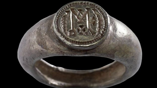 Off Topic : El origen de los autógrafos _91037067_byzantine_-_signet_ring_-_walters_572104_-_view_a