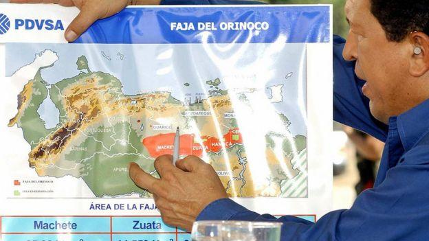 El presidente Hugo Chávez presenta en 2004 el proyecto de la faja del Orinoco