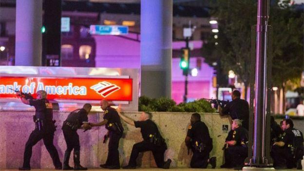 Policías en Dallas