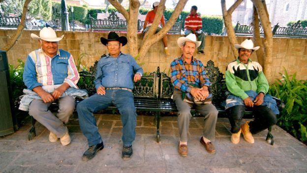 Mexicanos vistiendo jeans.