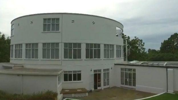 Casa blanca redonda