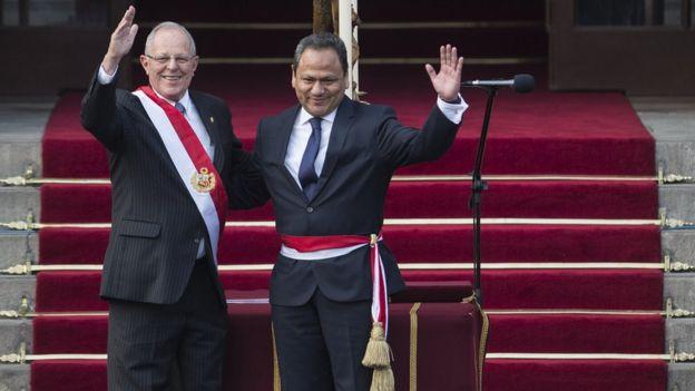 El presidente de Perú, Pedro Pablo Kuczynski, y el ministro de Defensa, Mariano González, el día de la asunción en julio pasado.