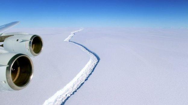 Разлом в леднике Ларсен С