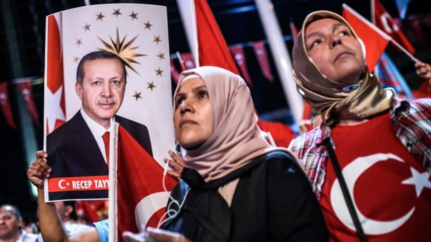Turkish women at pro-Erdogan rally, Istanbul, 22 Jul 16